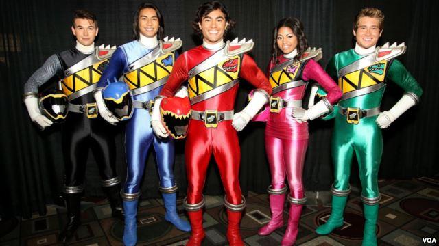 Yoshi Sudarso memerankan Dino Change (Power Ranger Biru). Dia adalah satu-satunya orang Asia yang menjadi bagian dari Power Ranger ini