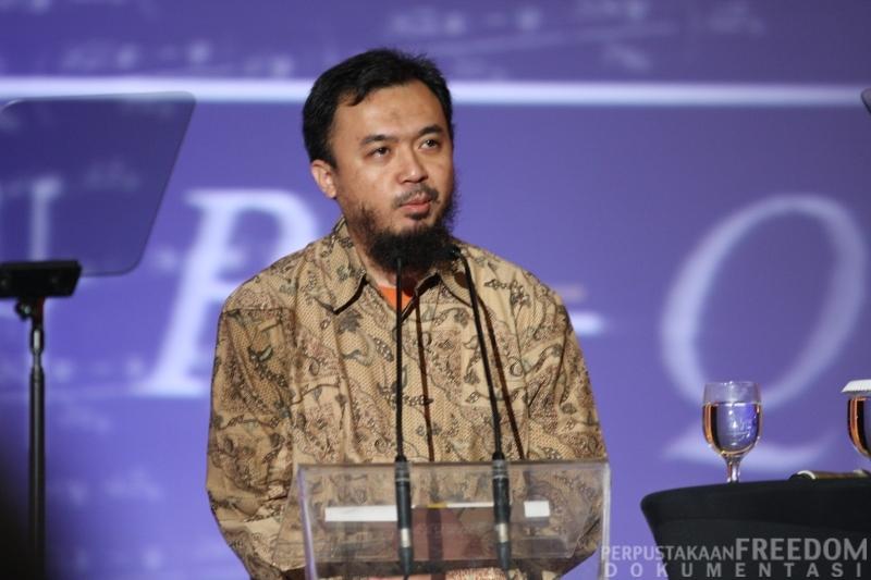 Yogi Erlangga saat mendapatkan penghargaan Bakrie Award 2012 (Foto: Eru Gunawan / Photobucket.com)