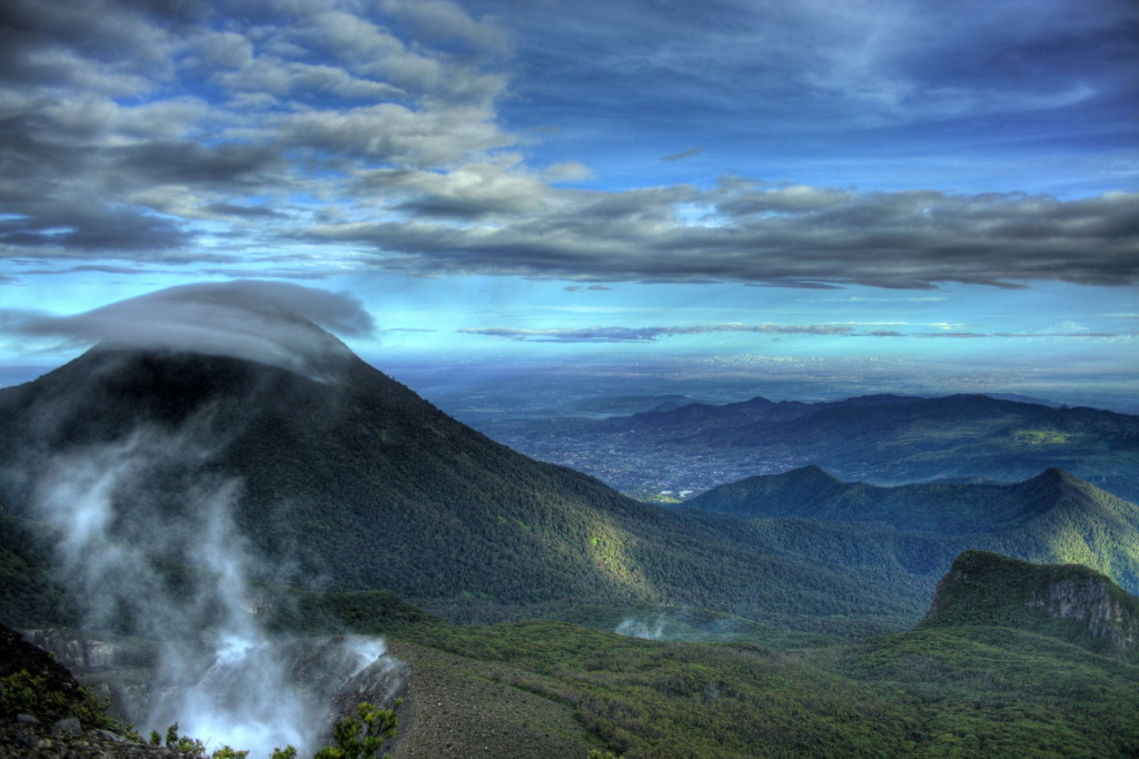 Gunung Gede Pangrango (Foto: Fotowinara.com)