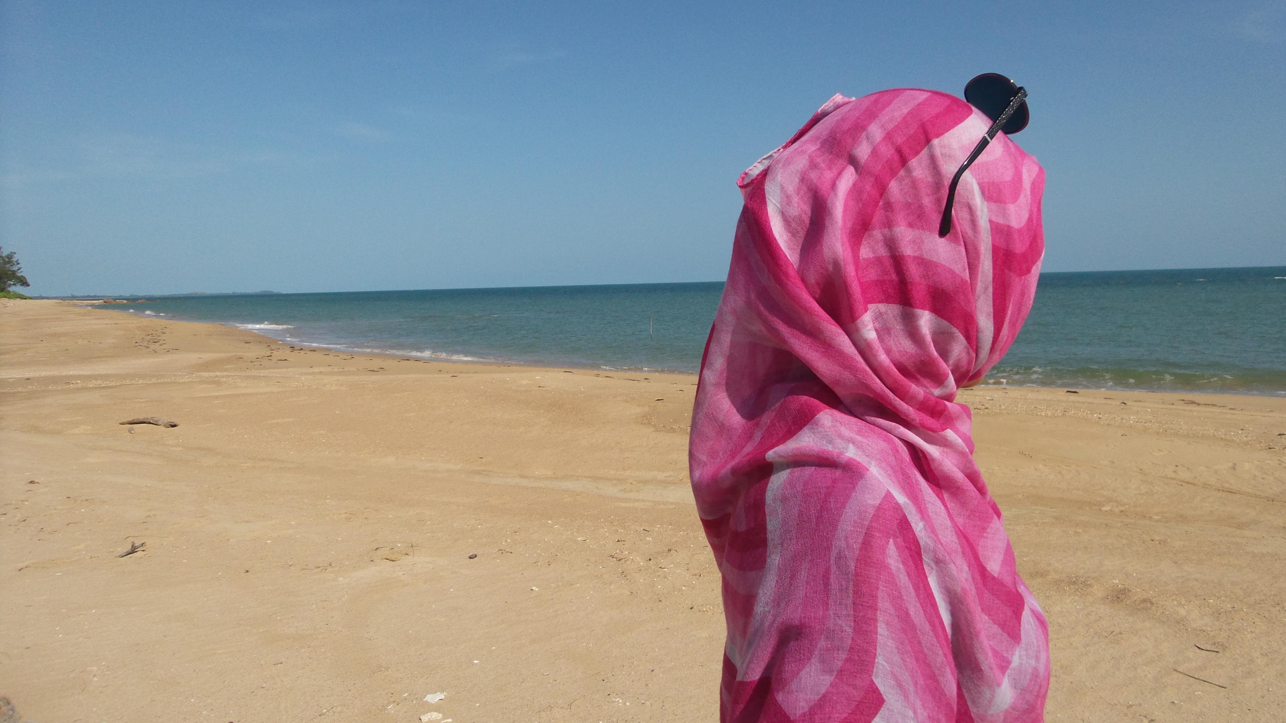 (Berpose di Lembutnya Pantai Tanjung Bendera/Zahra-UGM)