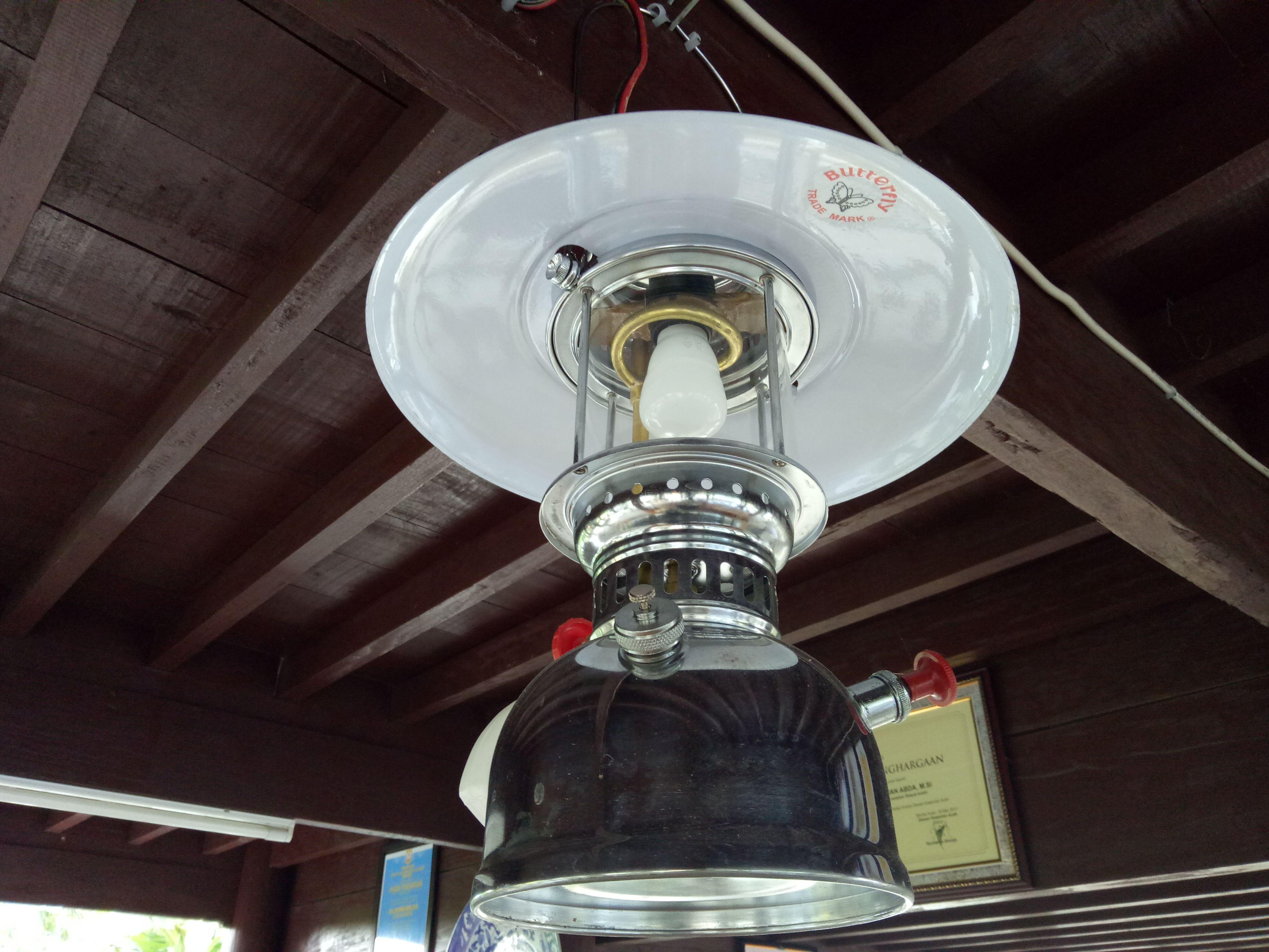 Lampu Petromaks   Foto: Steemit.com