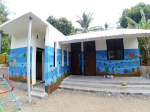 PAUD Al-Muhsinin yang terletak di Desa Malaka, Lombok Utara telah dibangun kembali pada awal 2019 dan dilengkapi dengan due ruang kelas, satu toilet, ruang guru, taman bermain dan peralatan belajar yang sesuai | Foto: Happy Hearts Indonesia/2019