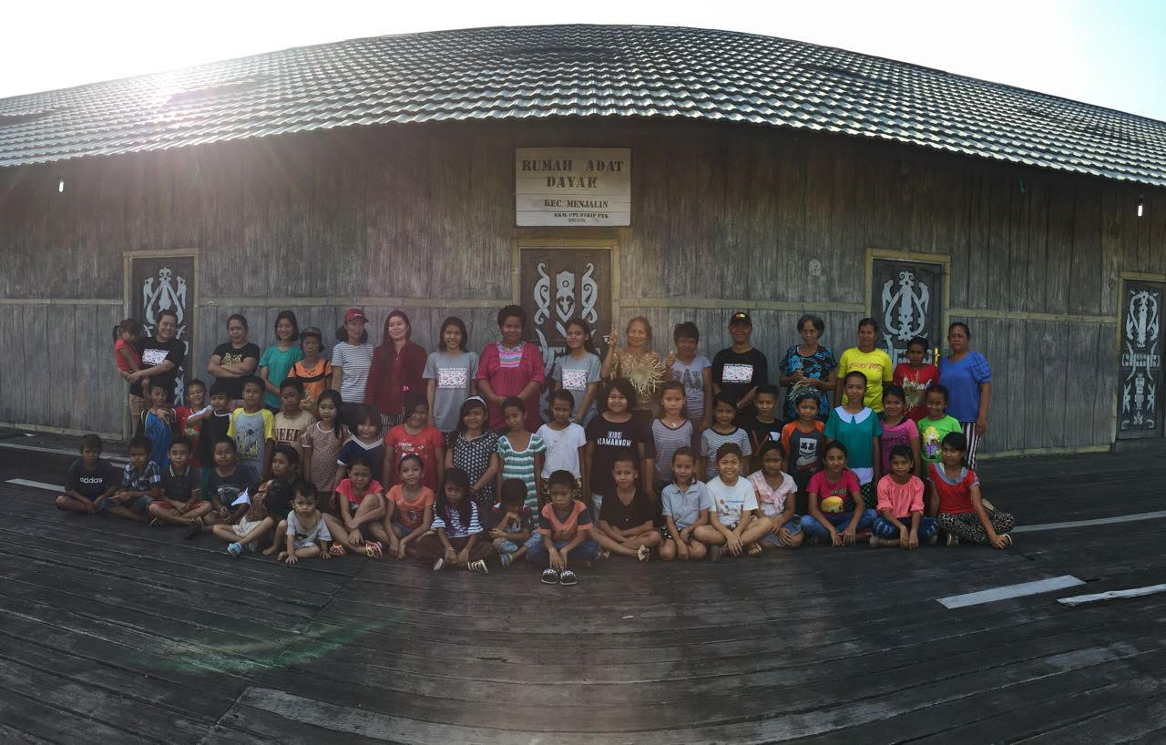 Sekolah Adat Samabue di Kalimantan Barat hasil inisiatif Barisan Adat Pemuda Nusantara (BPAN)   Foto: AMAN.or.id