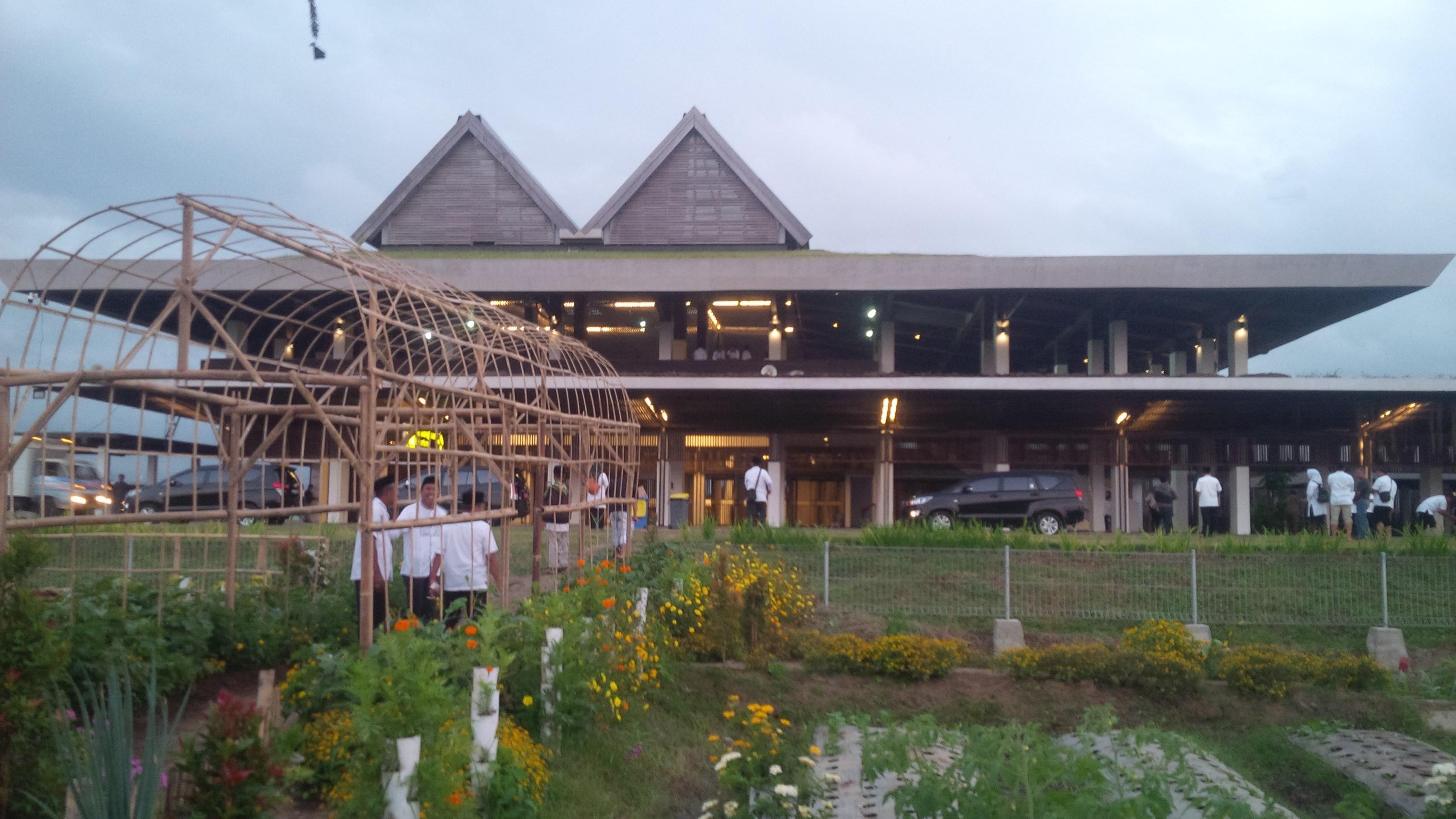 Tampak Depan Bandara Banyuwangi | Foto: jatimnet.com