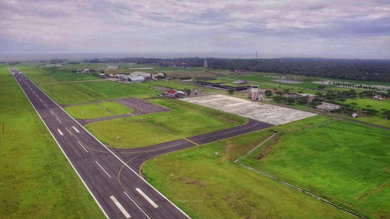 Landasan pacu Bandara Banyuwangi | Foto: keposiasi.com