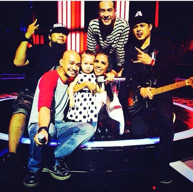 Sugesti Jadi Nyata! Berfoto seusai tampil di Indonesian Idol.
