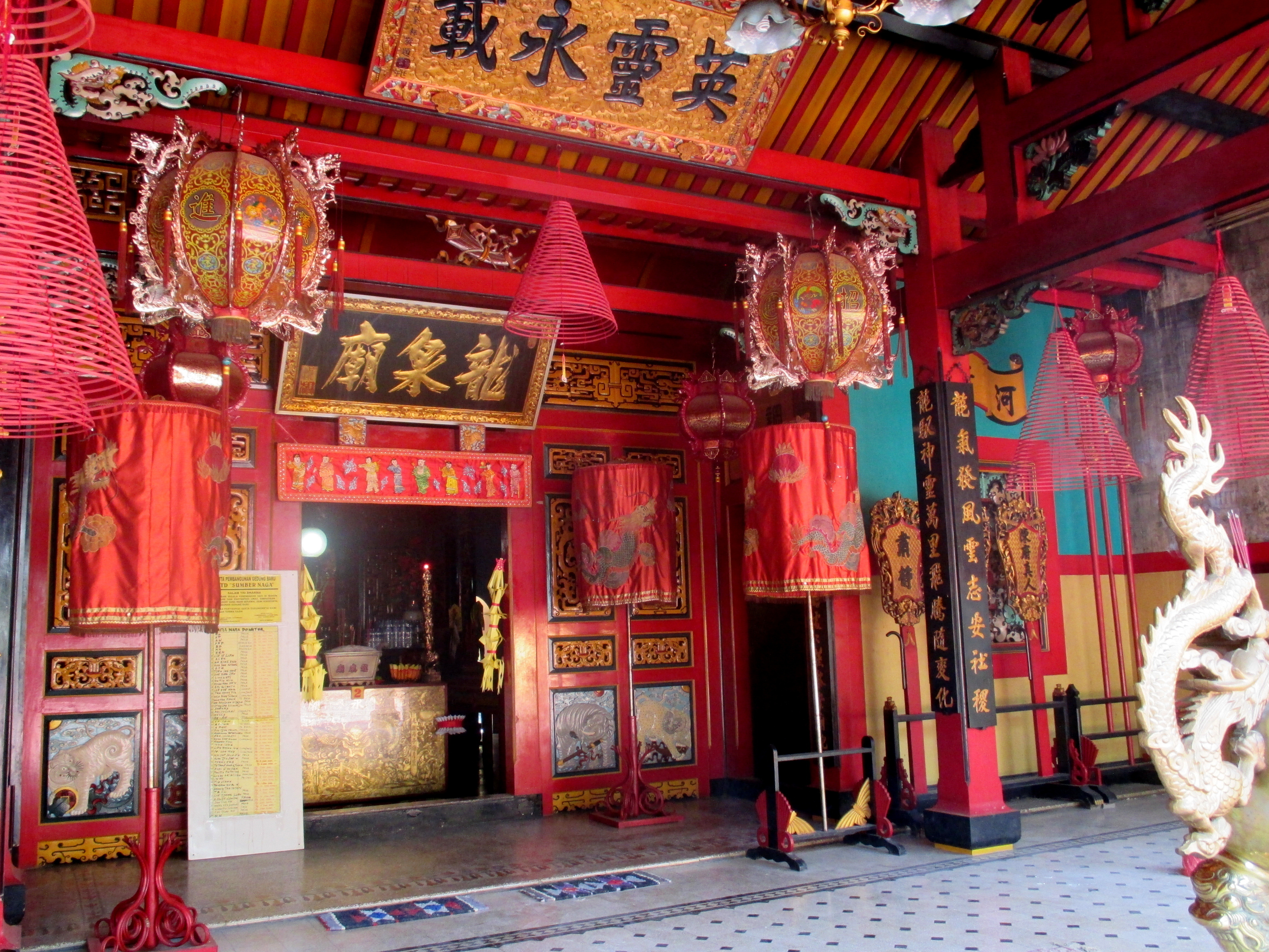 Klenteng Tri Dharma di ujung Pecinan