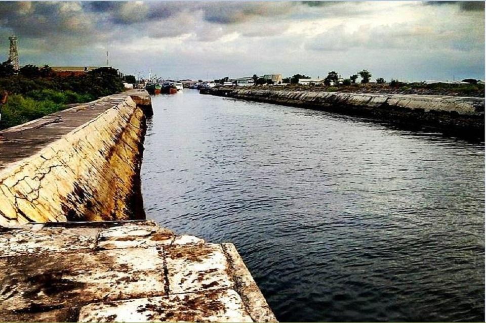 Kanal di Pelabuhan Lama Probolinggo