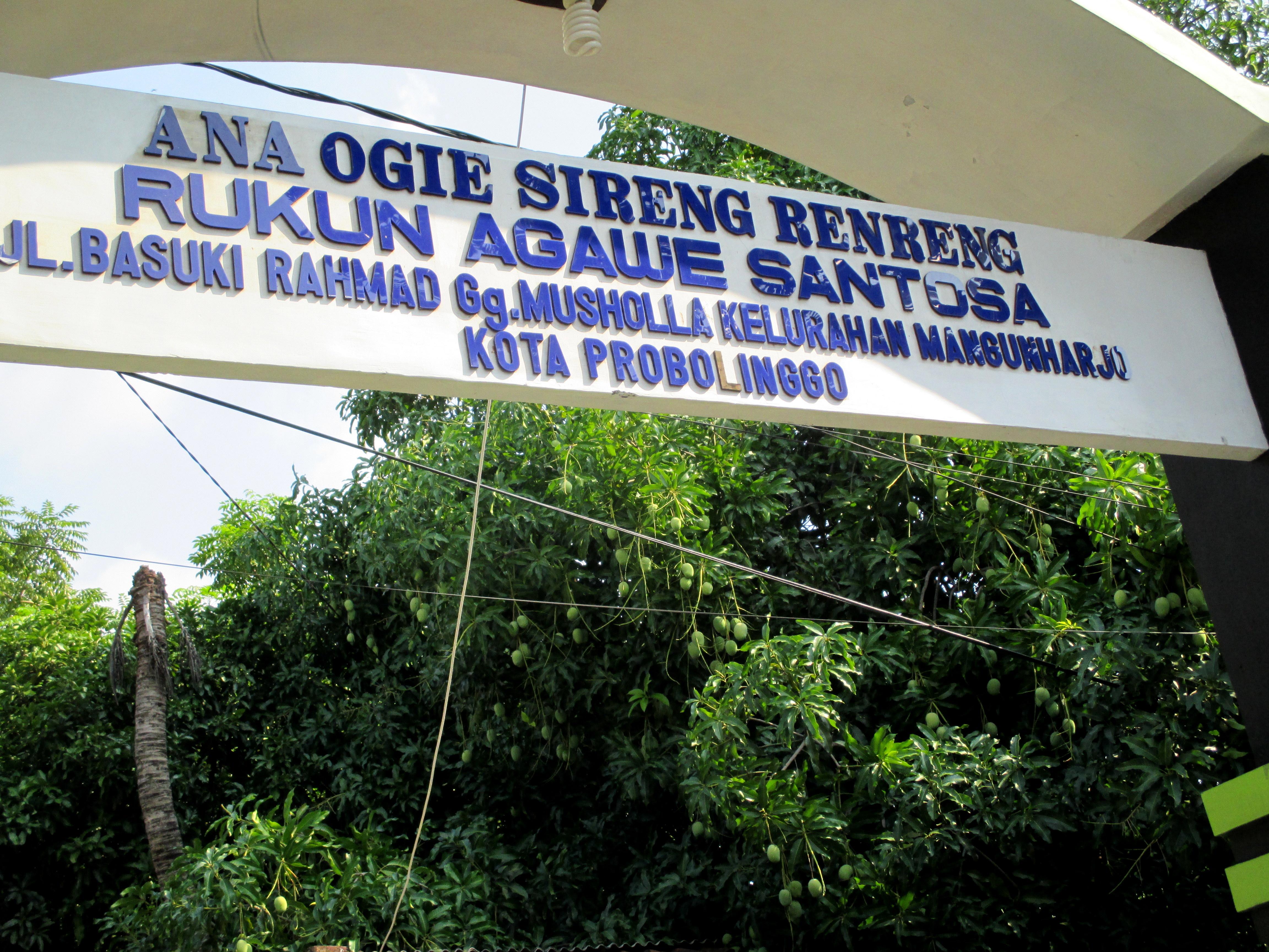 Gapura di salah satu gang kecil di kota Probolinggo