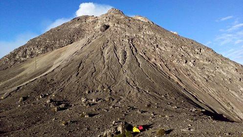 Puncak Gunung Merapi yang menyerupai Lambang Negara kita, Burung Garuda