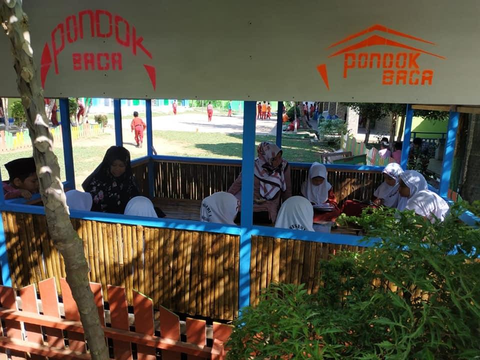 Pondok Baca yang dibangun Pak Safriansah jadi salah satu ikon sekolah | Foto: Tanoto Foundation