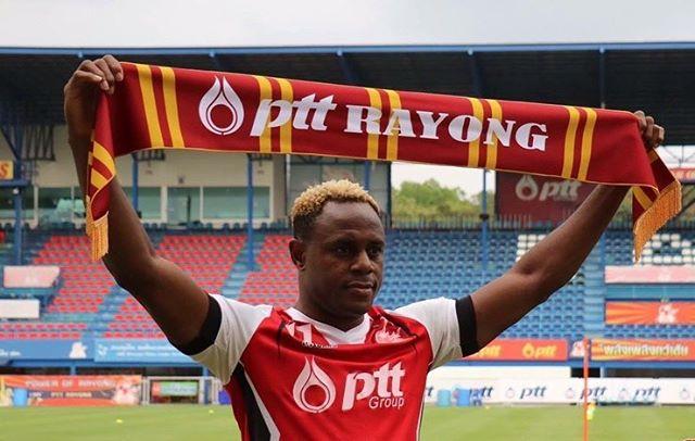 Victor Igbonefo saat diperkenalkan PTT Rayong   Foto: Instagram @vischaga