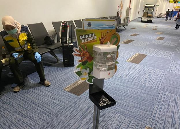 Hand sanitizer disediakan gratis untuk para penumpang   Foto: Dok. AP II