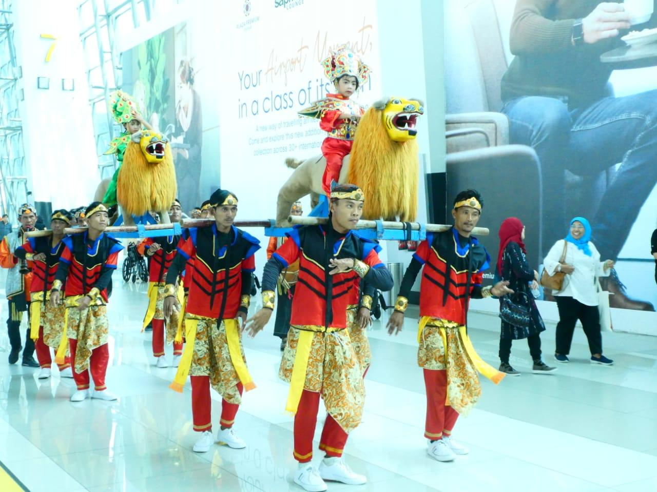 Peragaan seni dan budaya di Bandara Internasional Soekarno-Hatta | Foto: Angkasa Pura II