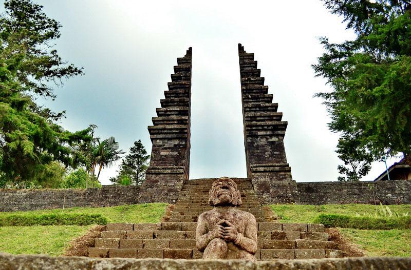 Gapura Candi Cetho | Foto: karanganyarkab.go.id
