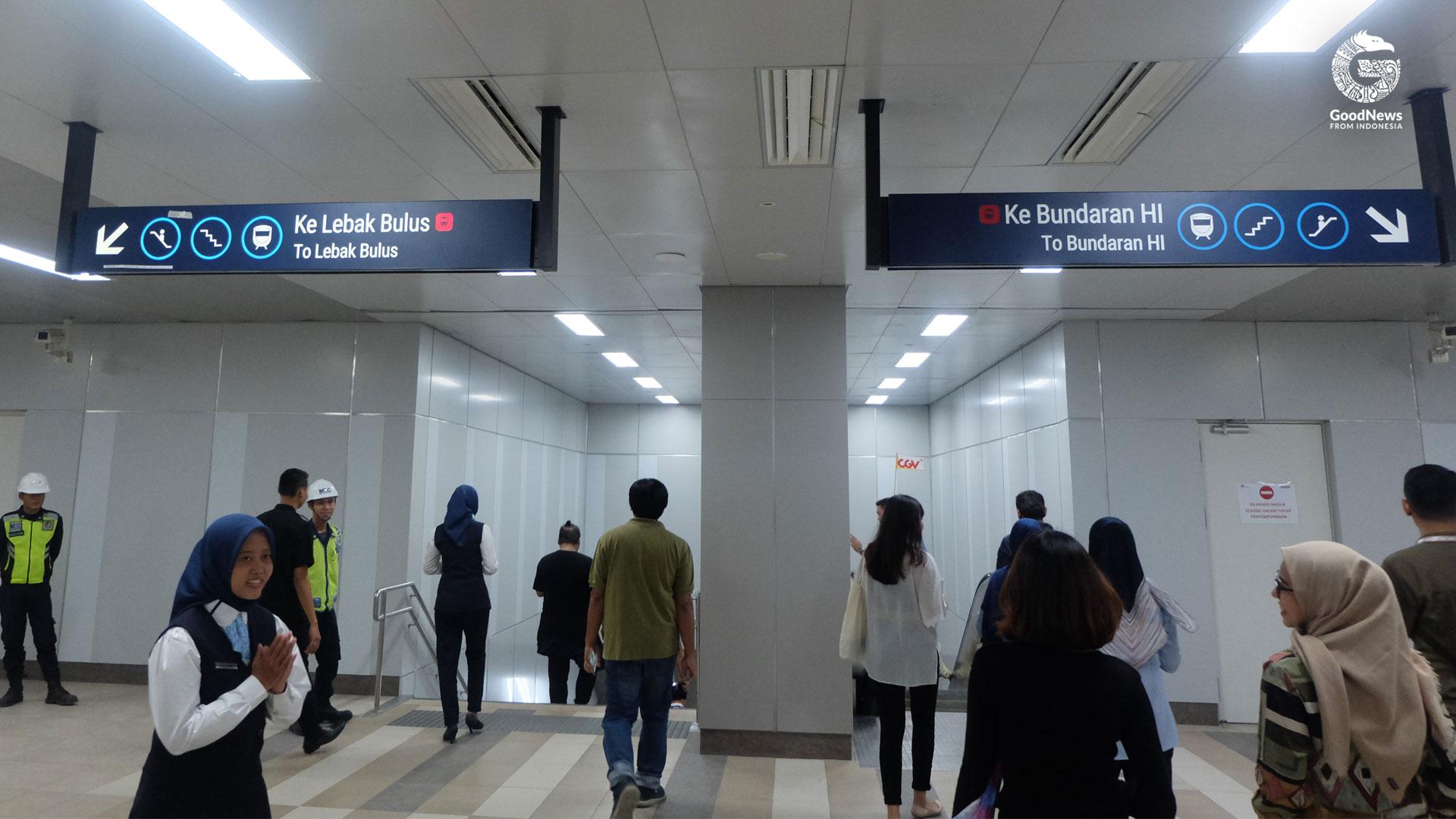 Petunjuk di dalam stasiun MRT Benhil | Foto: Aditya Jaya/GNFI