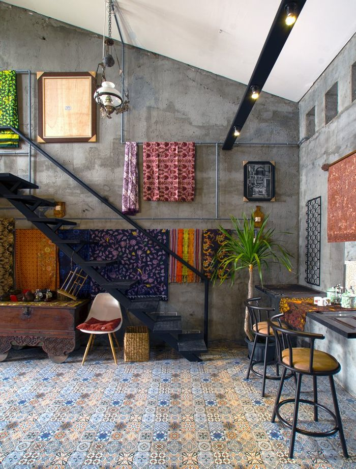 Interior Omah Amoh sangat kental dengan nuansa Jawa | Foto: designboom