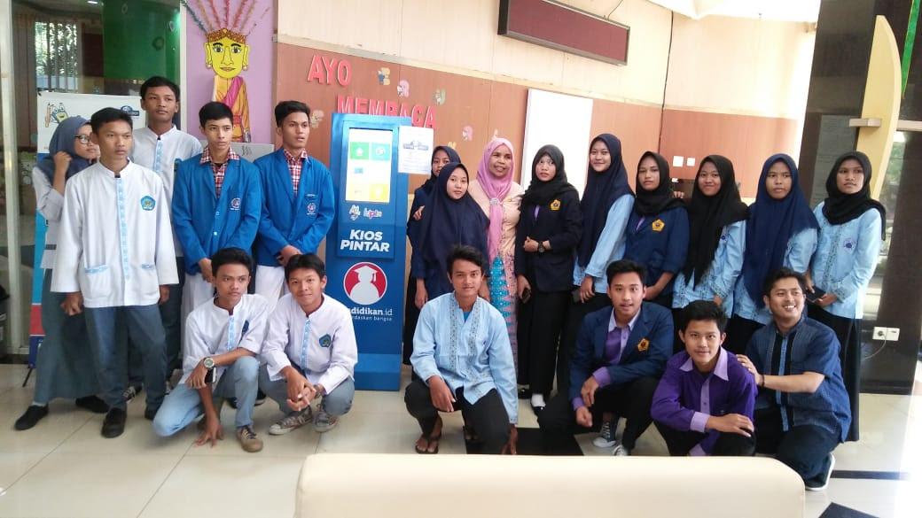 KIPIN saat tiba di Perpustakaan dan Arsip Kota Jakarta Barat | Foto: pendidikan.id