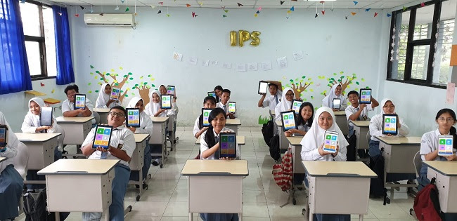 Para siswa memakai aplikasi KIPIN School   Foto: Sekolah Digital KIPIN