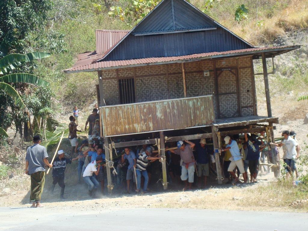 Pindaha rumah ala Suku Bugis   Travelmatekamu
