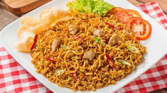 Nasi goreng yang dicampur mie, di Malang disebut nasi goreng mawut | Foto: Tribun Pekanbaru