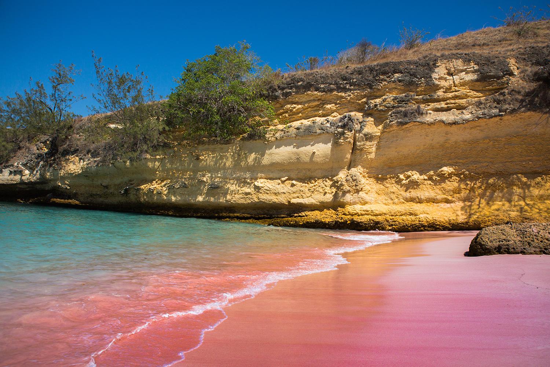 Warna pelangi di hamparan pasir pantai Serai | Foto: The South African