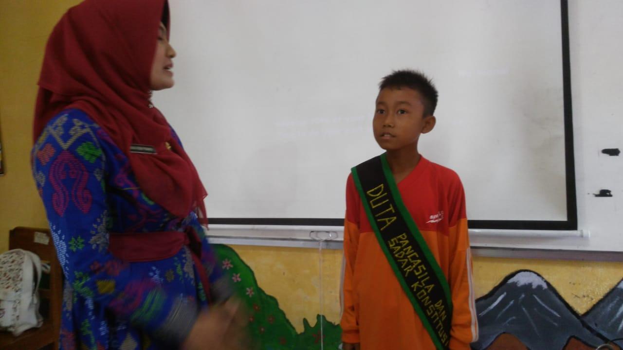Yunina dan seorang Duta Pancasila | Foto: Dok. GNFI
