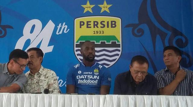 Konferensi pers terkait perekrutan Carlton Cole (Sumber : Bola.com)