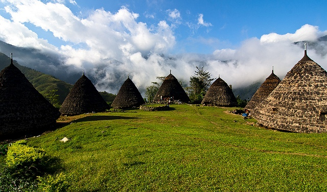 Indahnya kampung diatas awan (sumber : Aneka Tempat Wisata)