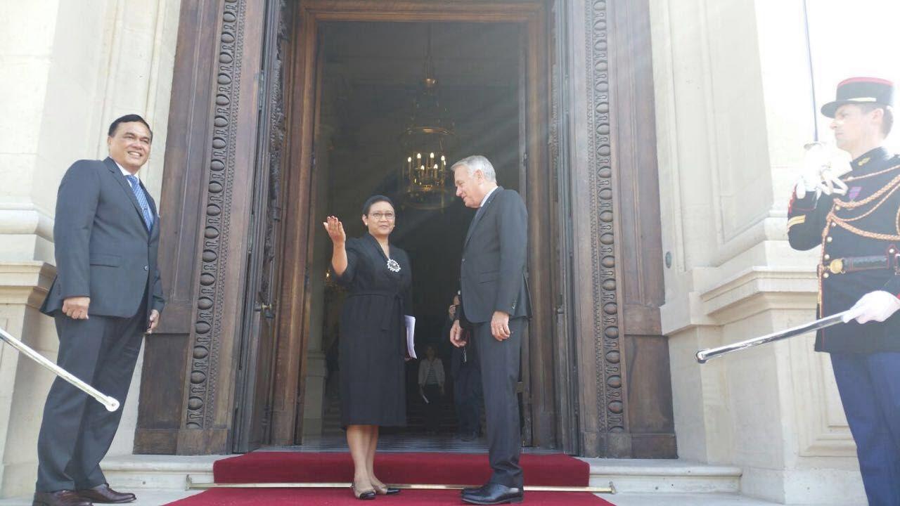 Menlu Retno Disambut oleh  Menlu Perancis Jean-Marc Ayrault (Kementerin Luar Negeri Indonesia)