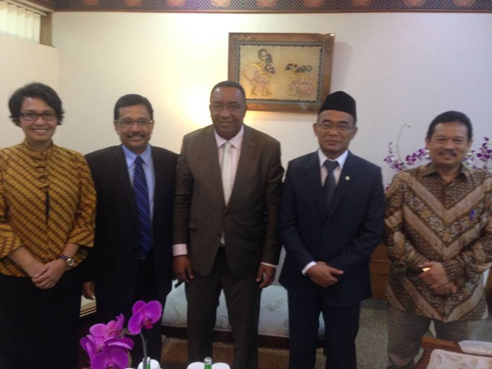 Arifi Saiman bersama Mendikbud Prof. Dr. Muhadjir Effendy melepas Wakil Presiden Uni Comoros Mr. Djafar Ahmed Said Hassani
