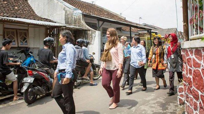 Melinda Gates di Kelurahan Kricak (sumber : Kompas)