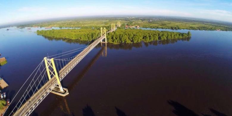 Panjangnya jembatan Barito (sumber : bokuwarizal.blogspot.sg)
