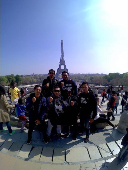 Band Jeruji telah sampai di Paris-Perancis