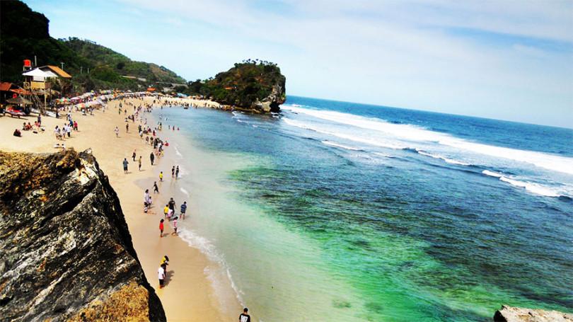 Pantai Indrayanti (sumber : INITEMPATWISATA.com)