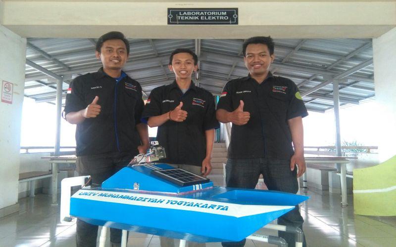 3 dari 4 mahasiswa UMY tim PKM ( sumber : Dok. UMY)