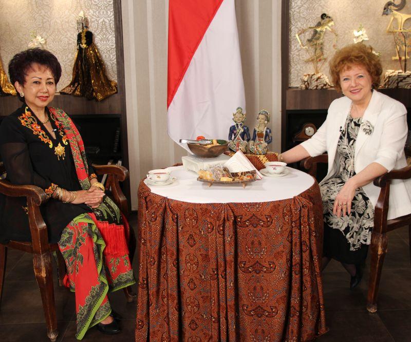Dubes Wening di acara Tea with Gloria (sumber : Kementerian Luar Negeri)