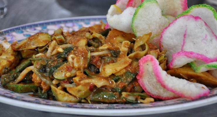 Lotek (sumber : makanajib.com)