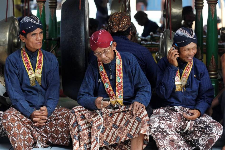 Para Abdi Dalem Keraton Yogyakarta (Sumber : Blusukan On Vacation)