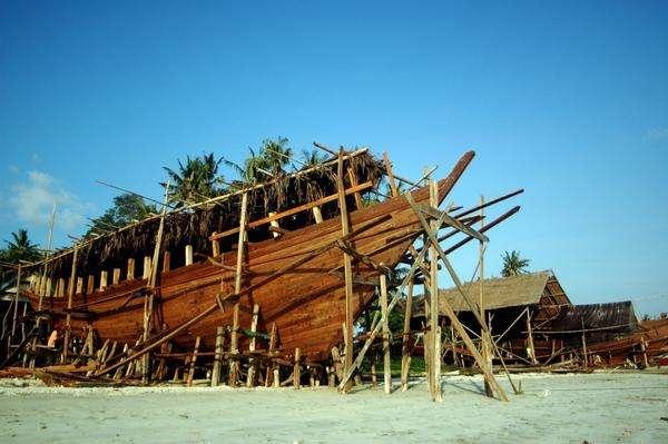 Kerangka Kapal Pinisi ( Sumber travel detik)