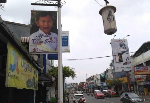 Foto anak di jalan Purwakarta (sumber : Arah.com)