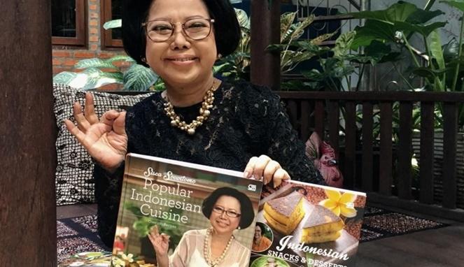 Sisca Soewitomo dan buku popular Indonesian Cuisine (sumber : Boombastis.com)