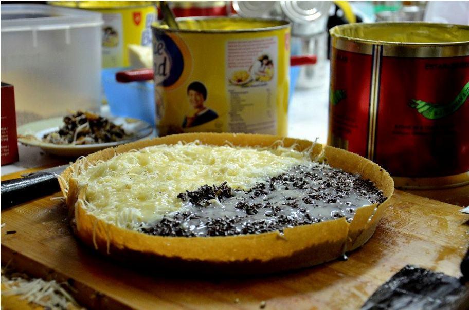 Martabak Manis Cokelat Keju (Sumber : Rancah Post)