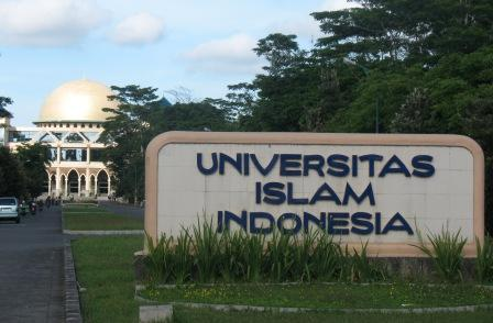 Universitas Islam Indonesia (sumber :Brightstar Education)