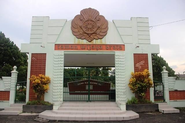 Gerbang Taman Wijaya Brata, pusara Ki Hadjar Dewantara. © Adriani/GNFI
