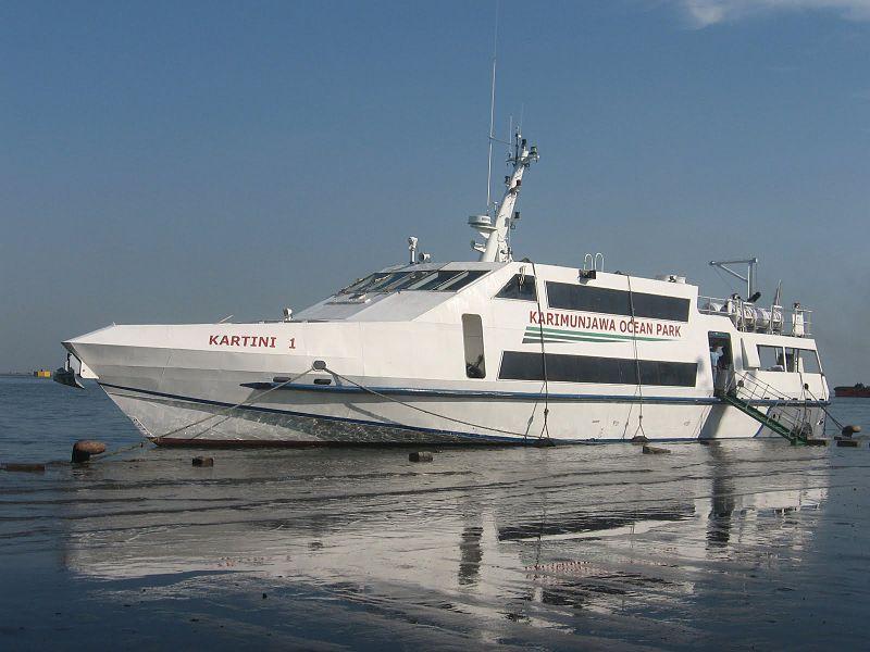 KMC Kartini 1, melayani penyeberangan dari Pulau Jawa ke Kepulauan Karimunjawa. © Wikipedia