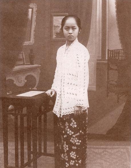 Kebaya encim digunakan warga nusantara keturunan Tionghoa. © Istimewa