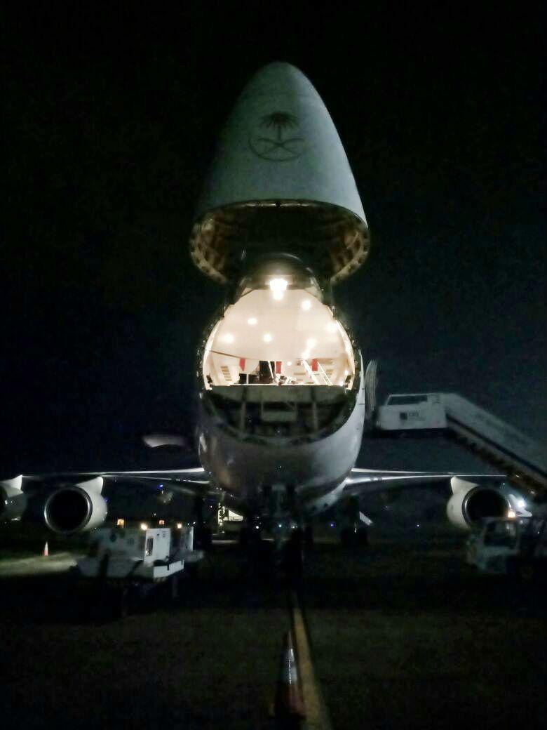 Pesawat Saudi Arabian SV 6854 yang membawa tangga pesawat, tiba di Halim Perdanakusuma (21/02) sebelum lanjutkan penerbangan ke Denpasar (PT JAS).
