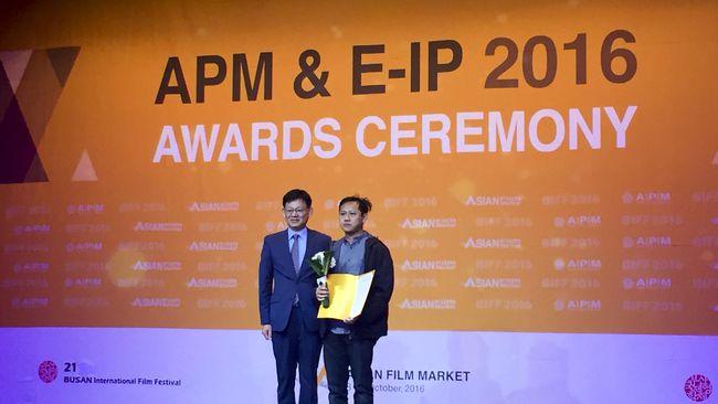Film adaptasi novel Seperti Rindu, Dendam Harus Dibayar Tuntas menjuarai Asian Project Market di Busan, Korsel. (cnnindonesia)