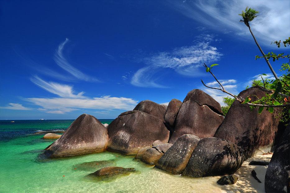 Tanjung Kelayang Pantai Belitung. Sumber:bolehtanya.com